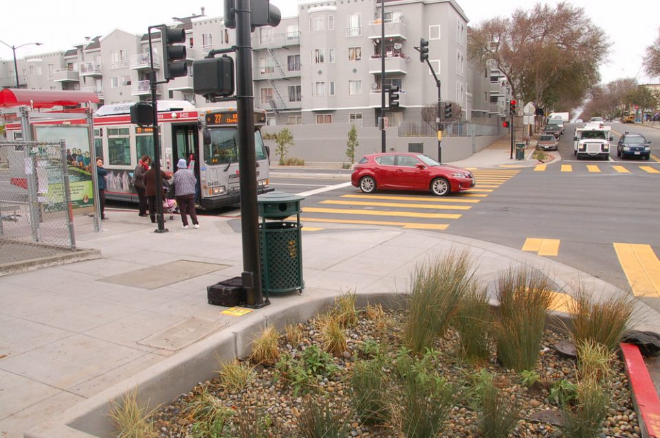 A recent redesign of Cesar Chavez Street makes it better for people walking, bicycling, and taking transit and incorporates green infrastructure. Photo: Aaron Bialick, Streetsblog SF