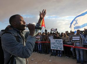 500 Job seekers from African asylum seekers arrived to Holot detention facility   and demonstrated against deportation.  during the demonstration they had the support of the inhabitants of the facility deployed Settings Ali Mutasem  speaks at a protest of support for asylum seekers at the Holot detention facility.  Eliahu Hershkovitz - Zoom 77