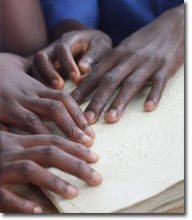 hands_reading_braille2